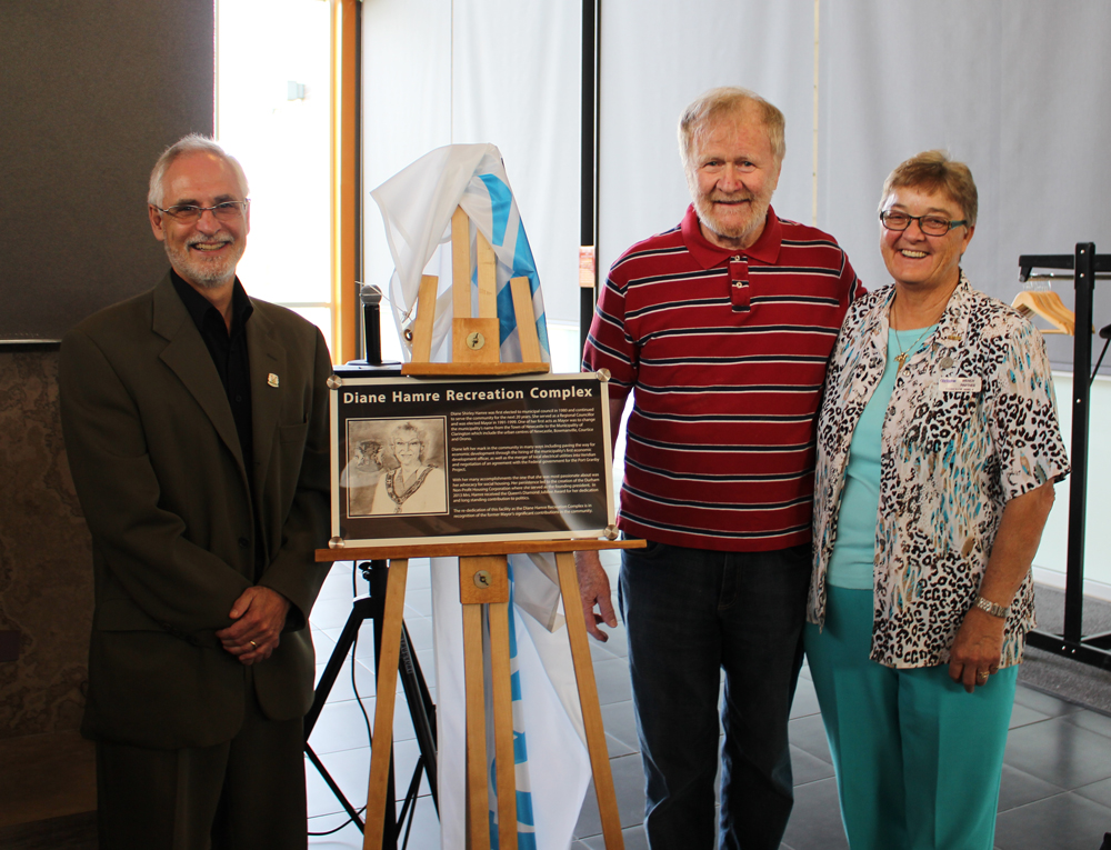 Mayor Adrian Foster, Rod Hamre and Councillor Wendy Partner unveil plaque naming Diane Hamre Recreation Facility